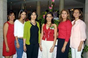 <u>30 de octubre</u><p> Silvia Azucena Ortiz Reynoso acompañada por las organizadoras de su despedida de soltera, Silvia de Ortiz, Amine Reynoso, María Elena de Gómez, Lety de Posada y Conchis de Reynoso