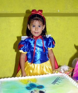 La pequeña María Fernanda López Mares celebró su tercer año de vida con una divertida fiesta.