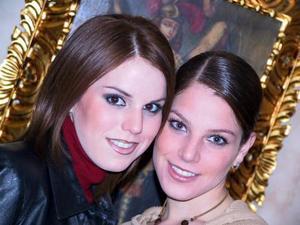 <u>01 de noviembre</u><p> Lupita Estrada Villarreal con su hermana Anavilli en la fiesta de despedida que le ofrecieron.