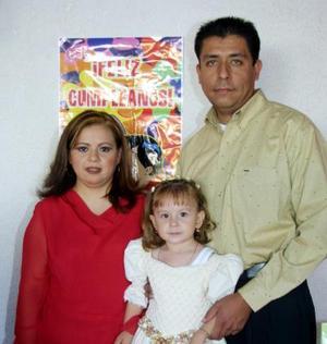 Ana Luisa Fernández Ramírez cumplió tres años de vida y sus papás Ariel Fernández Ramírez y Ana Luisa Moreno Ramírez le ofrecieron una divertida fiesta.