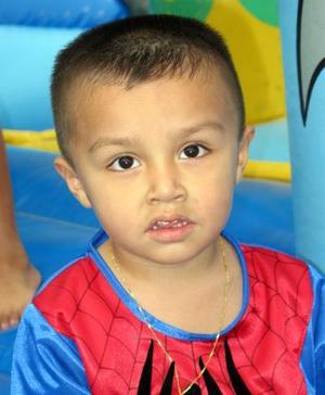 Joel Aarón Arroyo Vacio en la fiesta que le ofrecieron por sus tres años de vida.