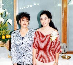 <u>01 de noviembre</u><p>  Verónica Rodríguez Cortés al lado de su mamá Evangelina Cortés de Rodríguez, quien le deseó la mejor de la suertes en su despedida de soltera