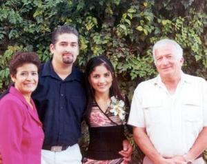 Felipe Hamdan y Socorro Rodríguez acompañada por los padres del novio , señores Felipe Hamdan Villanueva y Martha Elba Medina de Hamdan en el convivio de pre nupcial.