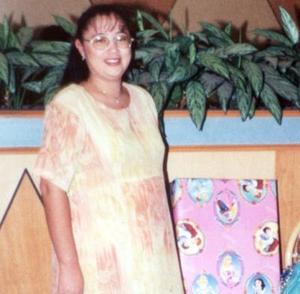 Sandra Piñón de Olivas en la fiesta de regalos que se ofreció al bebé que espera.