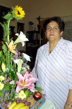 Señiora Pilar Samperio de Castañón celebró su cumpleaños acompañada de sus familiares y amistades.