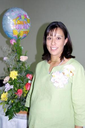 Señora Rosa Janeth Murga de Sánchez en la fiesta de canastilla que se le organizó por el nacimiento de su bebé.