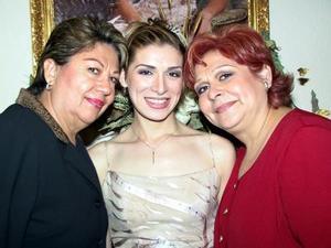 <u> 02 de noviembre </u> <p> Señoras Ma. Elena Sánchez de Márquez y Emma García de Tejada acompañaron a Iris C.  Márquez Sánchez en su despedida de soltera.