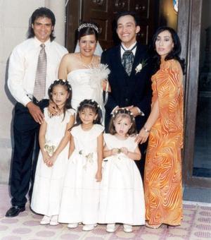 Fernando Sida y Leonor Salazar acompañados de Pedro Muñoz, Maricela Sida y sus pequelas hijas Evelyn ,Valeria y Elizabeth.