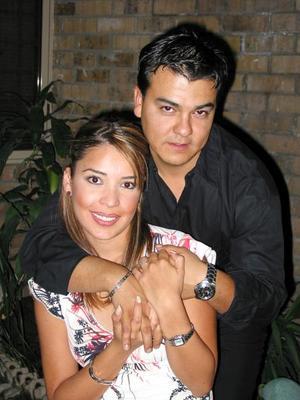 Mónica Barba Pastrana y Ramiro Enríquez Máynez captados en un festejo social.