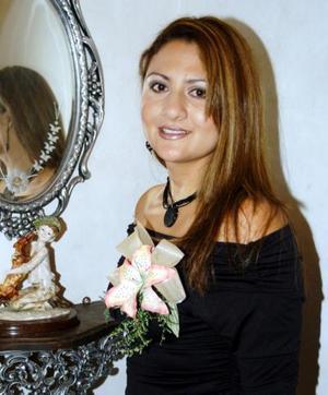 Alejandra Caldera Reyes en la despedida de soltera que se le organizó por su próxima boda.
