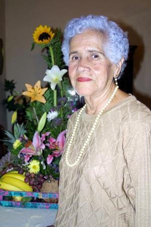 Señora Esperanza Martínez Vda. de Samperio festejó su cumpleaños al lado de sus numerosos familiares y amistades más cercanas.