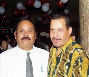 Señores Miguel Gallardo y Tavo Guerrero, captados en pasado acontecimiento social