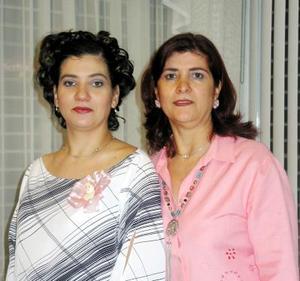 Marybel Reynoso de Sánchez disfrutó de una fiesta de canastilla organizada por su mamá Cande de Reynoso.