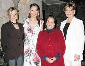 Mónica Barba Pastrana recibió numerosas felicitaciones de sus familiares, por su próximo enlace con Ramiro Enríquez Máynez.