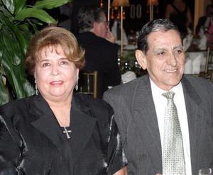 <u> 03 noviembre </u> <p> Señores Victoriano González Faya y Blanca Sonia de la Garza captados en pasado festejo social.