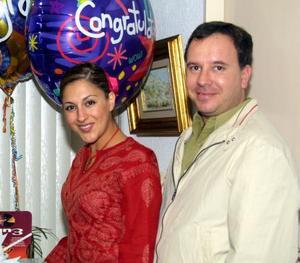 Luis Ernesto Cortina y Liliana Anaya de Cortina festejaron en días pasados su primer aniversario de boda.