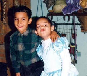<u> 07  de noviembre </u> <p> Sayil Calderón Blanco el día que festejó su quinto aniversario de vida, la acompaña su hermano Yaab; son hijos de Jothsman Calderón y Sandra Blanco Aguilar