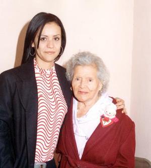 <u> 07 noviembre </u> <p> Señora Narcisa Carrillo acompañada de su nieta, Ingrid Georgette Pulido Naranjo en el convivio por sus 90 años de vida.