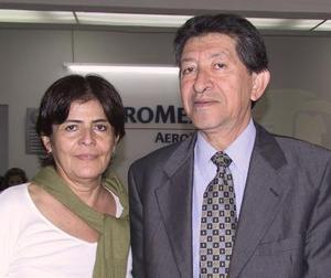 María Elena de Pinzón se trasladó  a México en plan de paseo, la despidió su esposo Armando Pinzón.