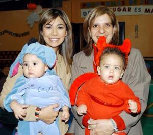 Brenda y Jimena Soto, Sonia y José Enrique Lara, captados en pasado acontecimiento social.