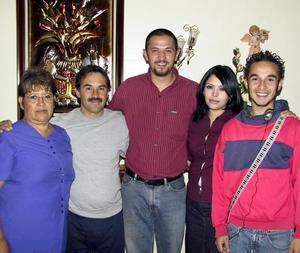 María Concepción Magallanes, Alberto Pérez, Aldo Garrido, Adriana Sánchez de Garrido y Alberto Sánchez captados recientemente.