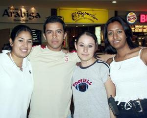 Claudia Guajardo, Venus Saucedo, Alex Catarino y Rosy Villaseñor.