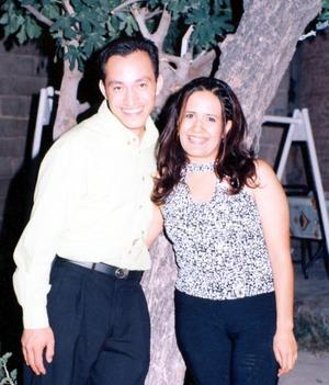 Fernando Sida Díaz y Leonor Adriana Salazar Cortinas, captadas en pasado acontecimiento social.