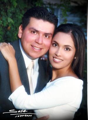 Lic. Julio Castañeda Pech y Lic. Cecilia Robles Hernández efectuaron su presentación religiosa el 31 de octubre de 2003.