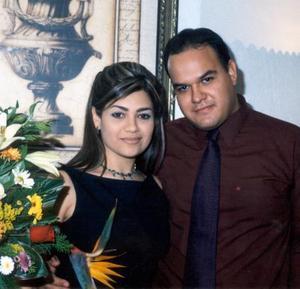 Nora Alba Acosta y Oswaldo Vizcarra Hidalgo contraerán matrimonio en mayo de 2004