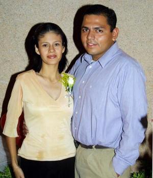 Ana Laura Zavala y Sergio Arturo Ramírez R. en el convivio que les ofrecieron por su matrimonio religioso