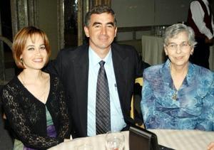 Amparo Jiménez, Eduardo Jiménez, y Alicia Montes Jiménez.