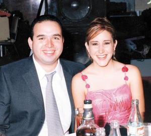 Daniel Salas Azpiazu y Marcela Monárrez de Salas captados en pasada recepción nupcial.