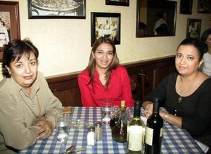 María Irene S de Zúñiga, Claudia e Irene Zúñiga.