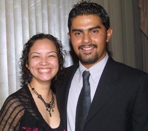 Paty Velázquez y Armando Reyes en reciente acontecimiento de boda.