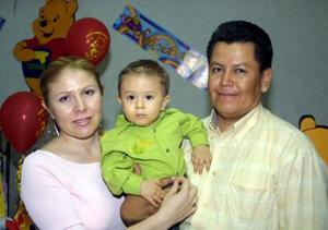 Christian Giovanni Morán  Barrios con sus papás Elizabeth Barrios de Morán y Juan Morán Jaramillo el día de su cumpleaños.