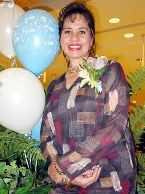 Ing. Antonieta del Río de Moreno en su fiesta de canastilla