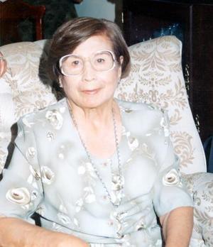 Doña Violeta Galindo de Guerrero en el convivio que le ofreció un grupo de amigas para celebrar sus 80 años de vida.