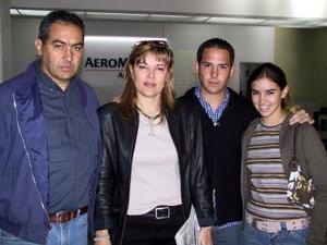 <u> 12 de noviembre </u>  Para asistir a un acto social, se trasladaron a México, Bunchir Borrego, Blanca Sonia de Borrego y Pimpo Garza; los despidió Juan Antonio Borrego.