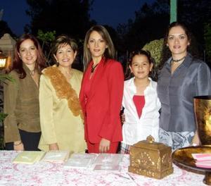 Alicia Cárdenas Esquivel en compañía de Alicia E. de Cárdenas, Claudia de Álvarez, Yadira de González y Daniela González organizadoras de su despedida de soltera.