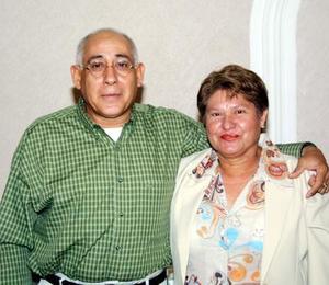 Señores Juan José y Mayela Sotelo, en la fiesta que se les organizó por sus 25 años de casados