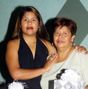 <u> 13 de  noviembre </u> <p>  Sofía Cerda Sánchez acompañada de su mamá, Irene Sánchez organizadora de su fiesta de soltera.