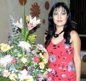 Estela Morales Ramos en un convivio de despedida ofrecido en su honor.