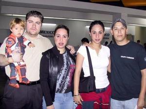 Aida Manzur de Bitar, Tania Manzur y Foad Bitar viajaron a Houston Texas y fueron despeddidos por Eduardo Bitar y Ricardo Moreno