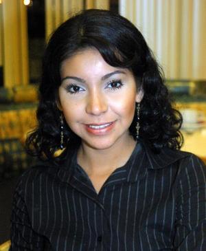 <u> 13 de noviembre </u> <p>  María Lorena Pérez López fue festejada con un convivio organizado por sus familiares con motivo de su onomástico.