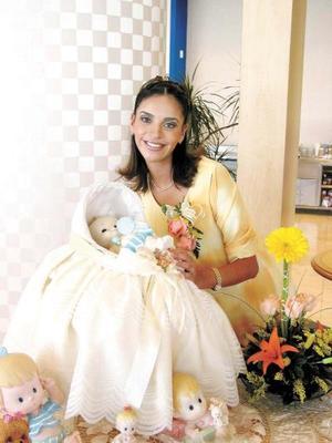 Rosy Rivera de Echávarri, en la fiesta de canastilla que se le organizó en fechas pasadas, por el cercano nacimiento de su bebé.
