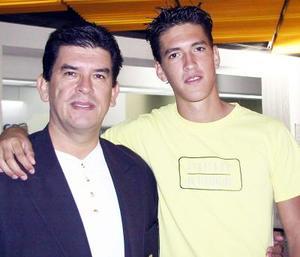 Elías Quezada viajó a Veracruz a un Congreso , y fue despedido por Elías Quezada.