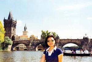 <u> 15 noviembre 2003 </u> <p>  Srita. Mónica Valenzuela Cassio en el puente de Carlos en la ciudad de Praga, República Checa, durante un periodo vacacional por varios países del Continente Europeo.