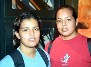 Patricia Salians y Karina de la Fuente.