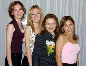 Adda Karina Carrillo acompañada de sus amigas Arabela y Valeria Navarro y Mayela Castellanos en su despedida de soltera.