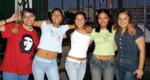 <u> 17 de noviembre </u> <p> Violeta Espinoza, Alejandra Muñoz, Mara Guzmán, Lety González y Sarahí de los Reyes captadas en pasado festejo.